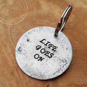 Brelok  do kluczy z napisem- surowy - circle